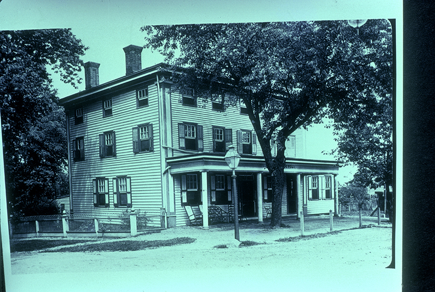 Bareford Hotel - Main & North Maple